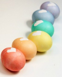 http://www.frugalcouponliving.com/easter-egg-dying-ideas/